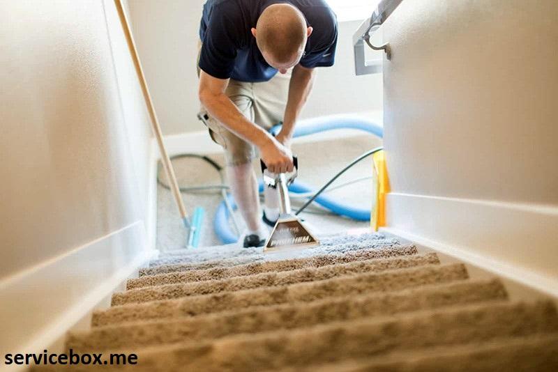 نظافت راه پله با نیروی آقا